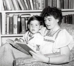 Pamela Travers et son fils adoptif Camillus Hone